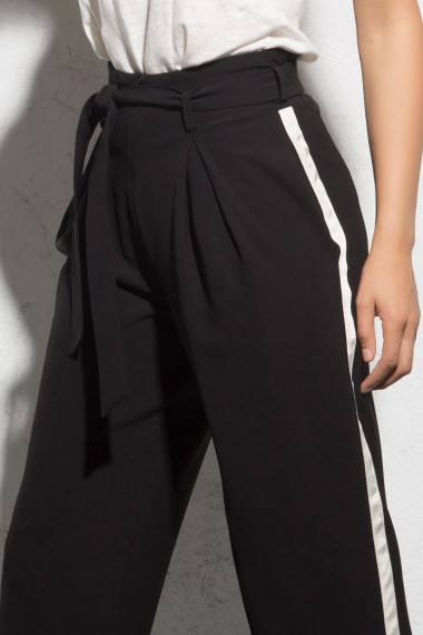 HIGH-RISE PLEATED PANTS