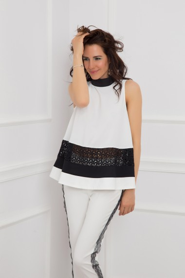 WHITE BLACK LACE-TRIMMED TOP WITH BROOCH